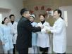 预防流感——五冶医院为员工发放暖心感冒茶