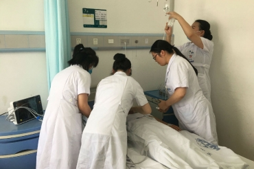 护理部组织全院开展药物过敏性休克应急预案演练