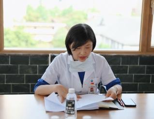 """五冶医院党委召开中心组扩大会议学习成都市""""两会""""精神"""